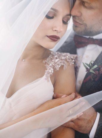Свадьба цвета марасала в Белокурихе в парк-отеле